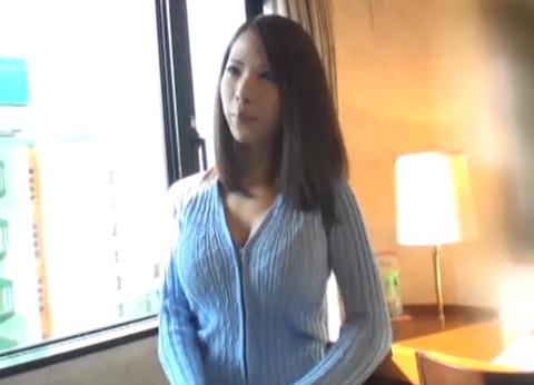 下着を見せるだけのはずが・・超美人で巨乳の人妻に