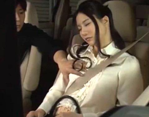 泥酔して居眠りした義妹を迎え行った途中でたまらず車内で生ハメ