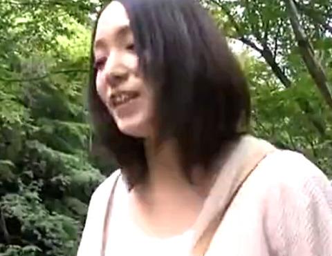 25歳訳あり人妻と温泉不倫旅行へ!ご主人の知らないところで生パコ