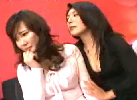 美熟女レズ2人は、乳首と指マン大好きド変態レズ