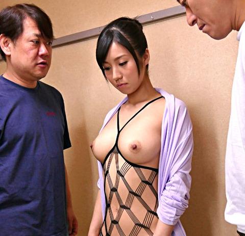吉浦みさと 近隣の迷惑も考えずに露出プレイでお互いの性欲を解消していた結婚3年目の変態夫婦