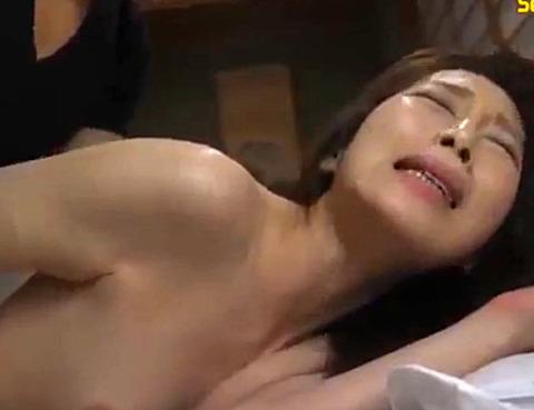 佐々木あき 旦那の眠るその横で夜這いをかけられ寝取られる美人妻