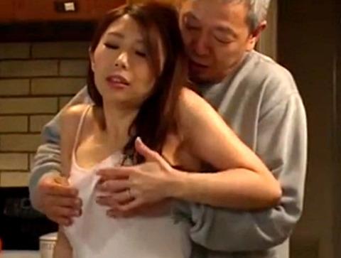 「いけないわ!お義父さん!」息子の代わりに抱かれる美人妻