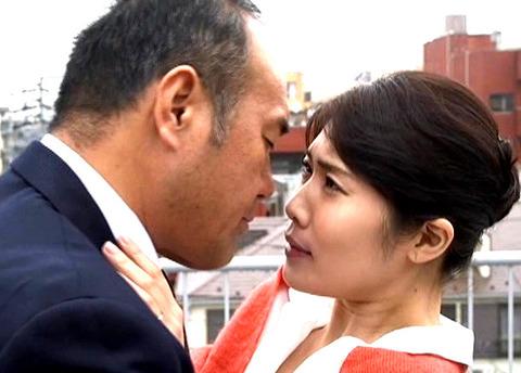 柊さき 社内で社長と不倫SEXする美人妻!