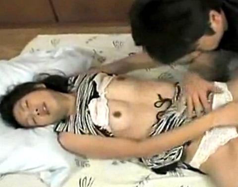 巨乳人妻が母乳を出しながら近親相姦パコ