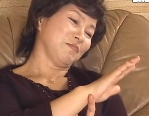 五十路マダムが、若チンポに逝かされる