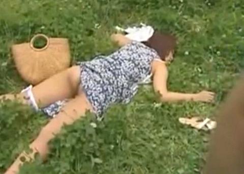 見知らぬ間男に犯されたい少女のマンコは異常な性癖