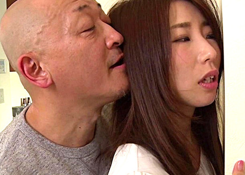 篠田あゆみ 口を抑えても漏れ叫ぶような声が物凄くエロい!男優からも、もう一度抱きたいと言わしめた最強にエッチなボディー