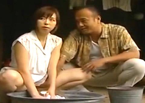 農家の嫁が娘の目を盗み浮気相手と納屋で生SEXを繰り広げる!