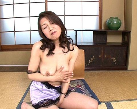 西浦紀香 お風呂場で若い男と濃厚フェラ、パイズリでイカセ!