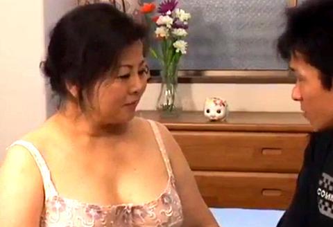 五十路巨乳熟女が行う生SEXとオナニー