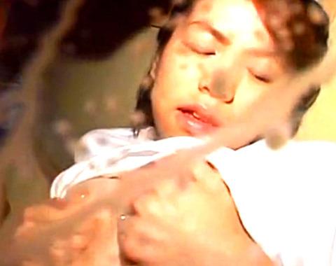美人奥様が激イキしながら母乳を飛ばしまくる