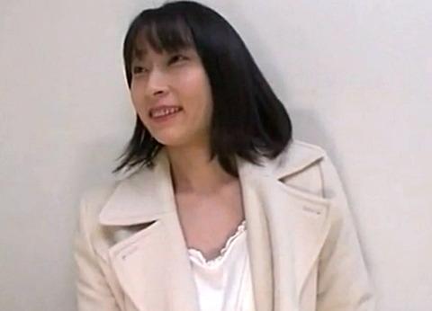 飯田橋で見つけた保険外交員をしている三十路人妻をナンパ!ファッションチェックと称して下着にして即生ハメ