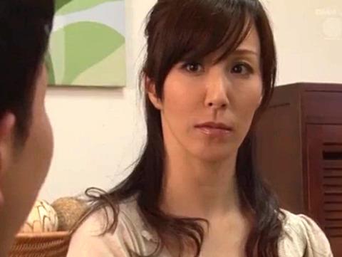 澤村レイコ オナニーで性欲解消する欲求不満妻を寝取りSEX!