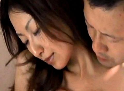 母乳人妻が大量スプラッシュミルク!そのまま不倫SEXでイキまくる