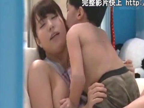 Fカップの保母さんを目指している美女がにしくんに母性溢れる心優しい授乳手コキをしたら、まさかのフル勃起