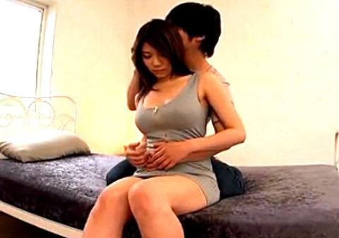 ちとせりこ 母乳幼妻が初撮り!巨乳を揺らしながら生SEX!