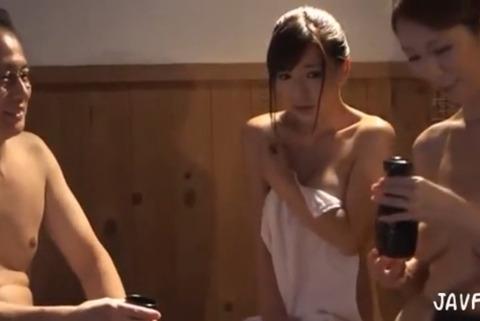 [人妻][かすみ果穂] キレイな人妻が、スケベな温泉客たちの餌食になってしまう