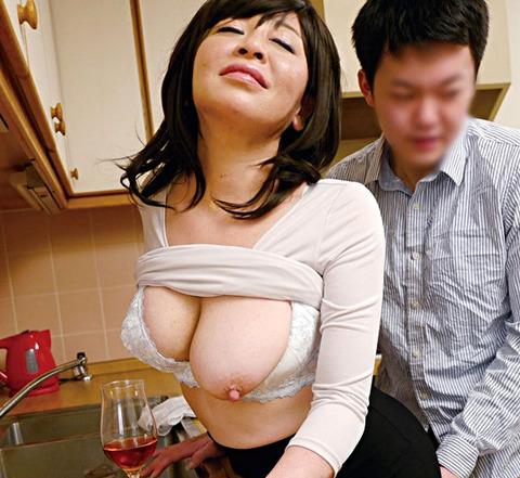 寺島千鶴 「デカい!とにかくデカい!」バストGカップの爆乳淫乱五十路母の禁断交尾!