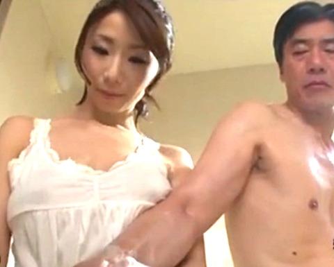 「キャー!やめてください!」お風呂で背中を流す巨乳嫁に興奮した義父が野獣と化して襲いかかり生SEX