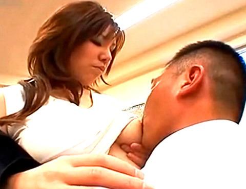 「私のミルクおいしい?」巨乳人妻が母乳プレイ!大量母乳をかけて濃厚フェラ