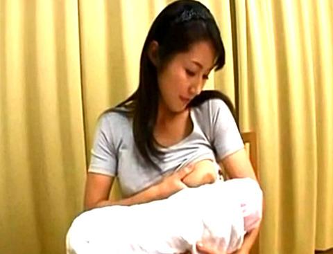 木村まりえ 「母さんのミルクほしい」コーヒーに入れるミルクを求めて巨乳母の母乳から搾取!そのまま濃厚フェラと手コキで激イキ!