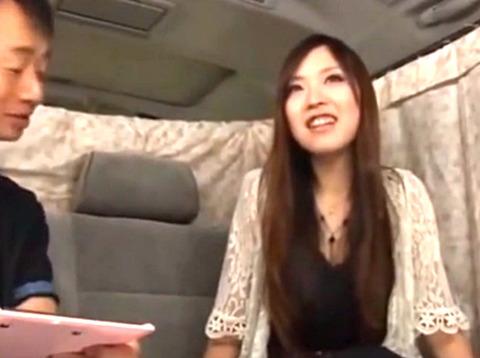 巨乳セレブ人妻をナンパしてインタビューだけのはずが指マンから即生ハメで中出しされる!