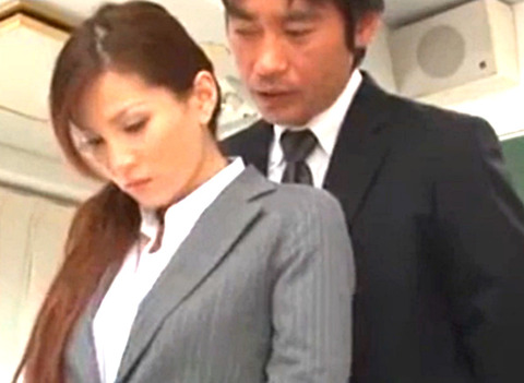 美人女教師が同僚の先生に生徒との関係がバレて寝取りSEX