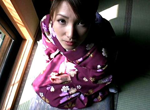 京都で待ち合わせた不倫相手と昼間は楽しくデート、夜は旅館でしっぽりSEX