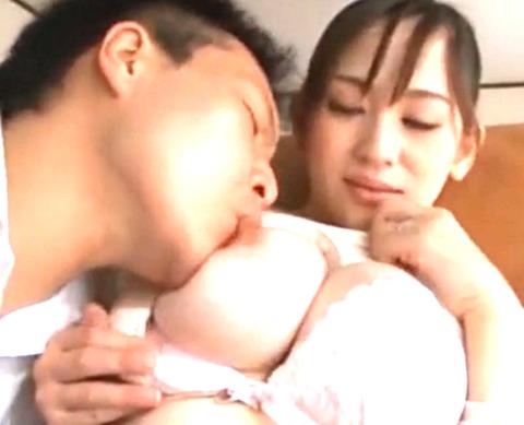 「このことはお父さんにはナイショよ!」授乳プレイでイカセまくる美人母