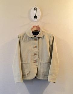 丸襟ジャケット。