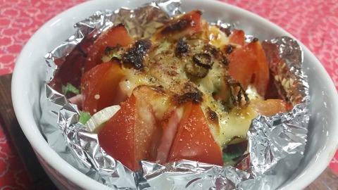 常備品だけの簡単イタリアン!トマトベーコンチーズのホイル焼き。