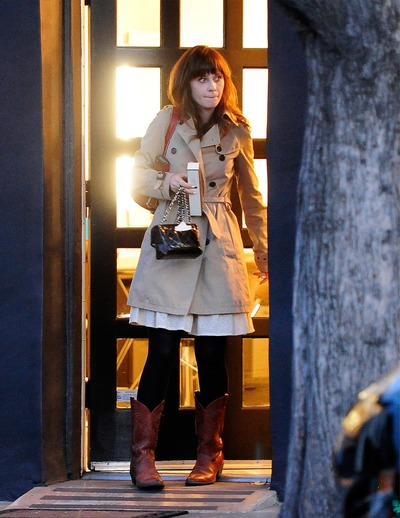Zooey_Deschanel-Beverly_Hills-CA-19_3_2014-003