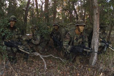 US_Marines_on_reconnaissance_exercise_2003