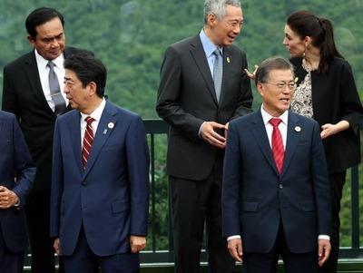 韓国人「文在寅、APECで誰からも話しかけられない事態に陥る」