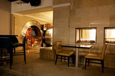 chicago-supperclubrestaurant-reclaimsbank-with-vaultthebedford