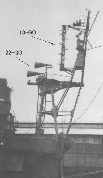 22-GO_and_13-GO_rader_on_forword_mast_of_IJN_DD_HARUTSUKI