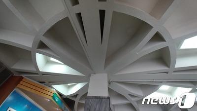 韓国さん、今度は市役所の天井の模様が旭日旗だと言い張る