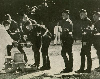 Hitlerjugend_visit_to_Meiji_Shrine_purification_queue_1938