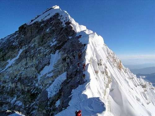 【画像】「エベレストの頂上が本当はどうなっているか知ってる?」 → その写真が衝撃的すぎる・・・