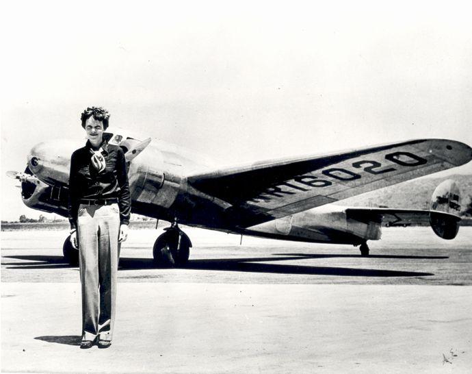 Amelia_Earhart_-_GPN-2002-000211