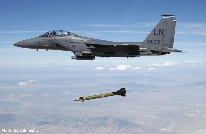 USAF_F-15E_releases_GBU-28
