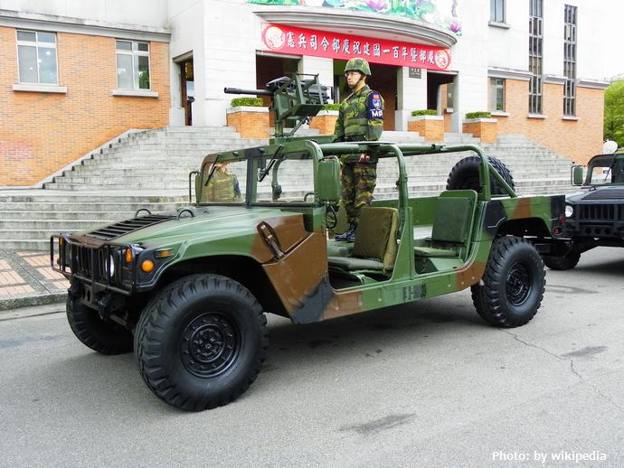 Humvees_in_ROC_Military_Police_Headquarters