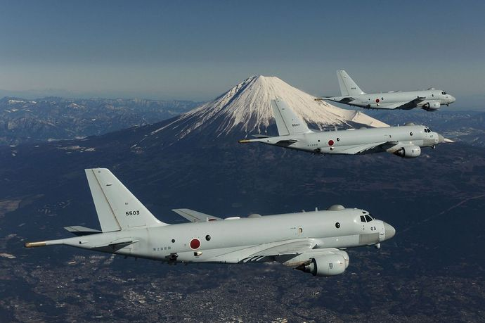 3_JMSDF_Kawasaki_P-1_in_flight_with_Mount_Fuji_in_the_background