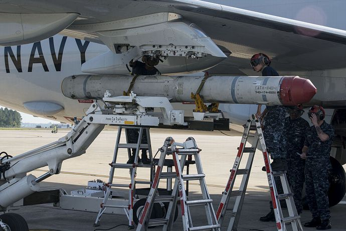 AGM-84K_is_attached_to_VP-30_P-8A_at_NAS_Jacksonville_in_2014