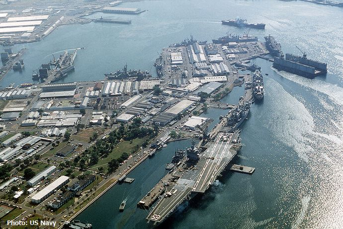 800px-USS_Enterprise_at_Subic_Bay