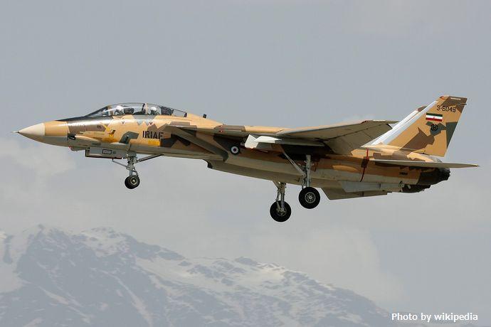 Iranian_AF_F-14_Tomcat_landing_at_Mehrabad