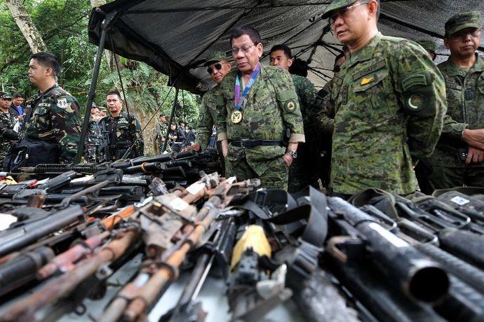 t_filipinler-devlet-baskani-duterte-marawiyi-ziyaret-etti