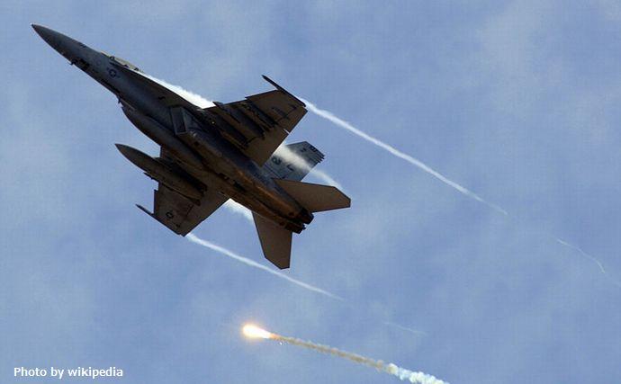 800px-FA-18F-USN-RedRippers-20070406