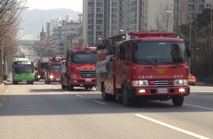 誰も進路を開けない韓国消防車載動画!